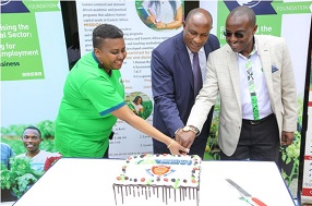KCB Foundation Senior Manager, Partnerships John Waimiri (R) , Prof David Mwenje President Miramar International College and Naomi Ireri a graduand at Miramar International College cut a cake to commemorate the graduation day at Miramar International College.