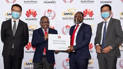 Left-to-right: Huawei EBG president Liao Yong, higher education minister Blade Nzimande; SAPCO president Sanele Mlotshwa and Huawei SA deputy CEO Kian Chen