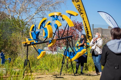 Jacqui O'Sullivan, MTN SA's corporate executive with Konehali Gugushe, CEO for the Nelson Mandela Children's Fund, the founder of NMCH, unveiled the art work at Nelson Mandela Children's hospital this week.